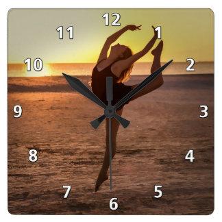 Balett på stranden tar tid på fyrkantig klocka