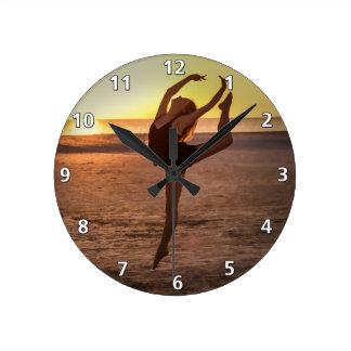 Balett på stranden tar tid på rund klocka