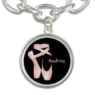 Balettballerinaen rosa Pointe skor det Armband