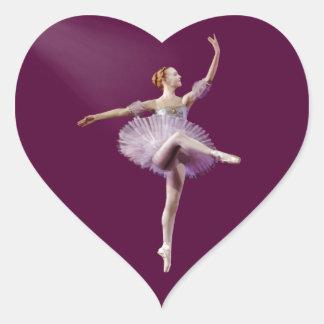 Ballerina i lila- och vitanpassade hjärtformat klistermärke