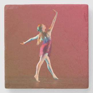 Ballerina i rött stenglasunderlägg