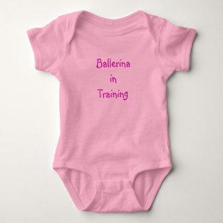 Ballerina i utbildningsonsie tröjor