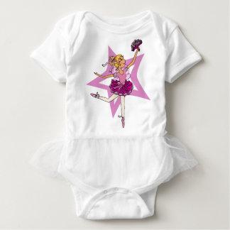 Ballerinastjärna i rosor med blonda den bästa t-shirts