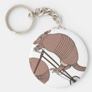 Bältdjurridningcykeln med bältdjuret rullar rund nyckelring