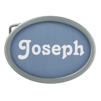 Bältet spänner fast Joseph
