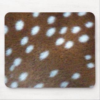 Bambi vit pricker på brun päls mus matta