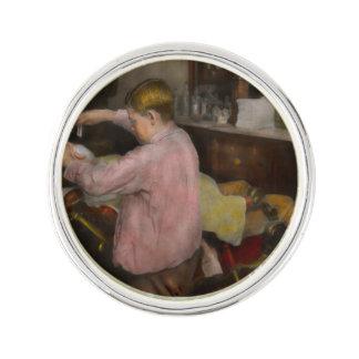 Barberare - raka - tro i ett barn - 1917 kavajnål