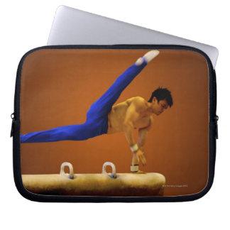 Barn bemannar praktisera gymnastik på pommelen laptop sleeve