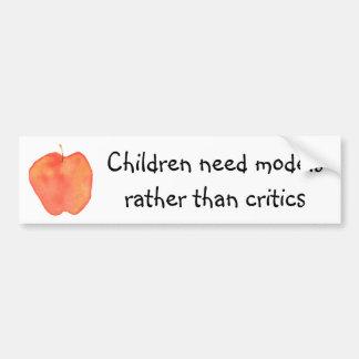 Barnbehov modellerar ganska än kritiker bildekal