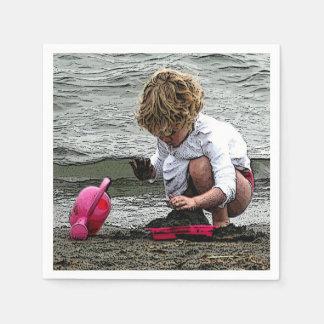 Barnlek på stranden papper servetter