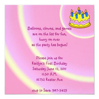 Barns födelsedagpartyinbjudan personliga tillkännagivande
