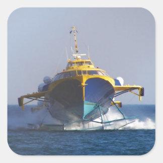 Bärplansbåten på rusar fyrkantigt klistermärke