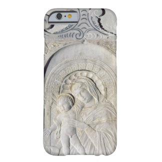 Bas-lättnad av en Madonna och ett barn (marmor) Barely There iPhone 6 Fodral