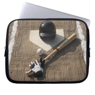 Baseball fladdermöss och att slå till handskar och laptop sleeve
