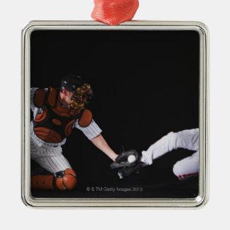Basebollspelare som glider in i en basera julgransprydnad metall