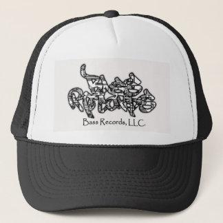 Basen antecknar hatten keps