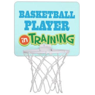 Basketspelare i mini- ringsport för utbildning Mini-Basketkorg