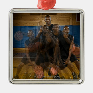 Basketspelare som dreglar boll på domstolen julgransprydnad metall