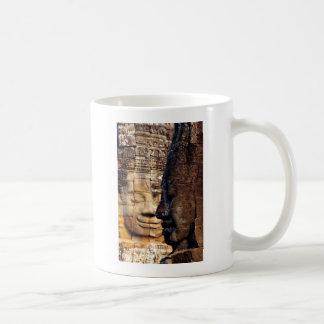 Bayon vänder mot det Angkor kungariket Cambodja Kaffemugg