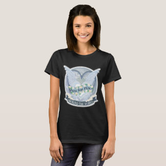 Be för fredvärld runt tshirts