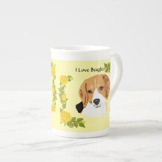 Beagles och gul ros tekopp
