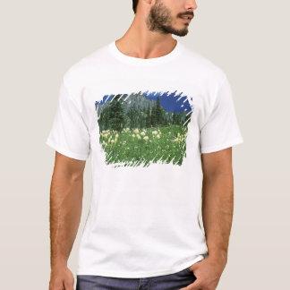 Beargrass på Eunice sjön, Mount Rainier NP, WA, Tee Shirt