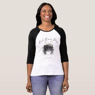 Beautician för salong för fågelbo för dåligahårdag t-shirt
