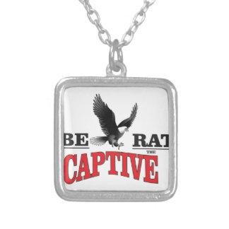 befria slavar fågeln halsband med fyrkantigt hängsmycke
