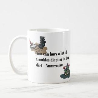 Begrava ditt besvärar den grundläggande muggen kaffemugg