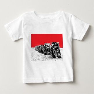 Begravde Cadillacs med röd himmel Tee Shirt