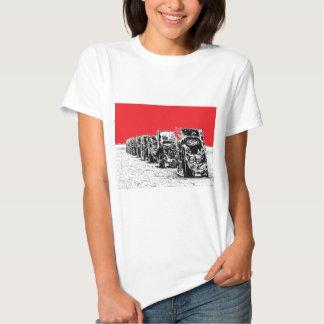 Begravde Cadillacs med röd himmel Tshirts