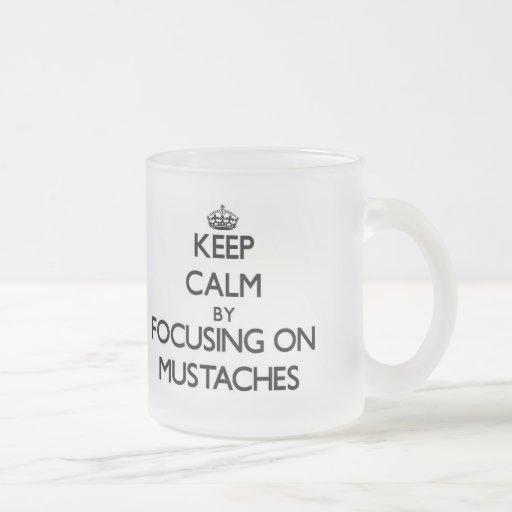 Behållalugn, genom att fokusera på mustascher kaffe kopp