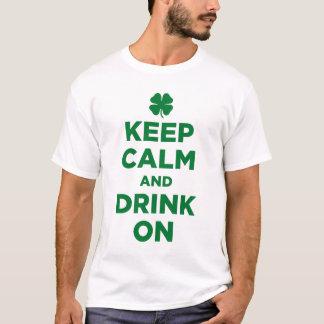 Behållalugn och drink på ShamrockT-tröja Tee Shirt