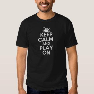 Behållalugn och lek på (trummar), tee shirts