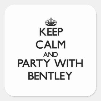 Behållalugn och party med Bentley Fyrkantigt Klistermärke