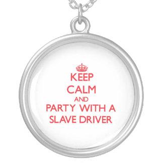 Behållalugn och party med en slav- chaufför anpassningsbara smycken