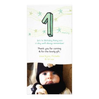Behandla som ett barn den 1st födelsedagen numrera foto kort