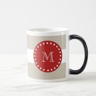 Beige vitrandmönster, röd Monogram Magisk Mugg