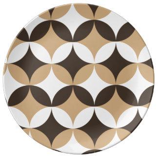 Beigen och bruntet cirklar porslinstallrik