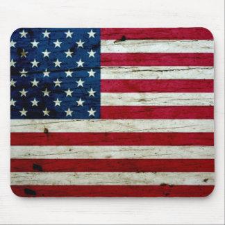 Bekymrat lantligt amerikanska flagganträ för coola musmatta