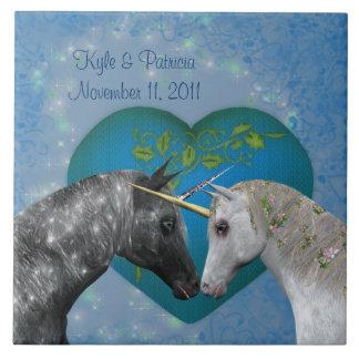 Belägger med tegel gulligt bröllop för kyssande Un Kakelplatta