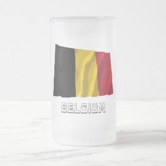 Belgien som vinkar flagga med namn frostat ölglas