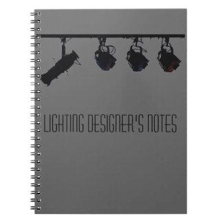Belysningformgivare noterar anteckningsbok