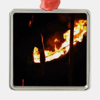 Bemanna och avfyra silverfärgad fyrkantigt julgransprydnad