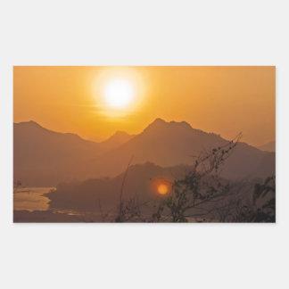 Bergig Laos solnedgång Rektangulärt Klistermärke
