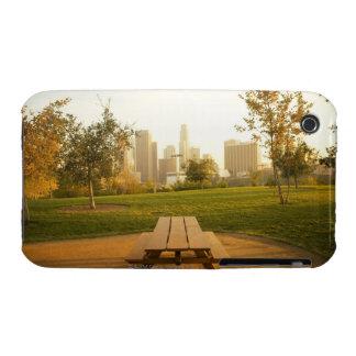 Beskåda av centra från picknick i stads- parkerar iPhone 3 fodraler