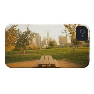 Beskåda av centra från picknick i stads- parkerar iPhone 4 Case-Mate skydd