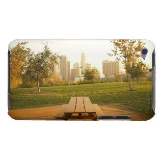 Beskåda av centra från picknick i stads- parkerar iPod Case-Mate fodral