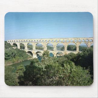 Beskåda av den romerska akvedukten, byggd c.19 BC Musmatta