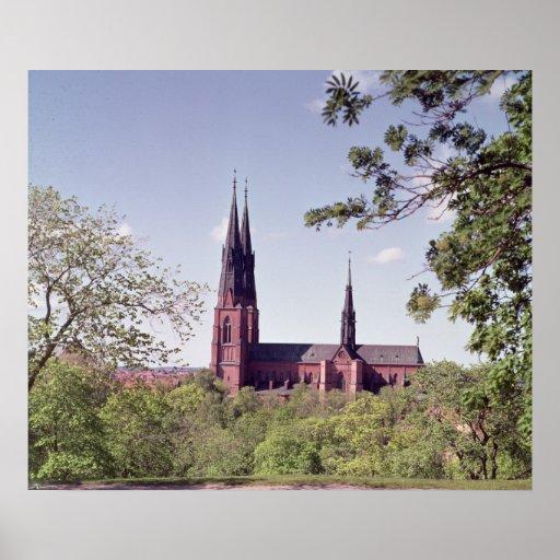 Beskåda av den Uppsala domkyrkan från slottet Posters